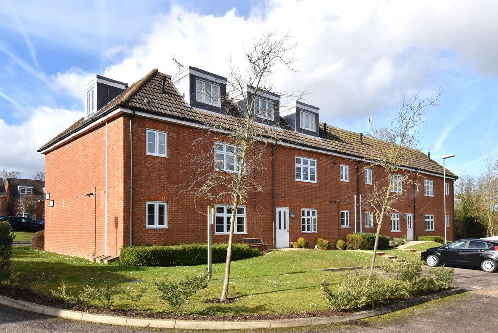 2 bed flat for sale in Turner Avenue, Biggin Hill, Westerham  - Property Image 1