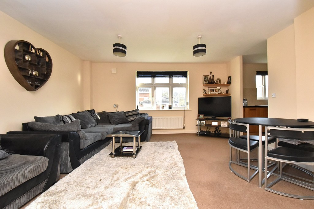 2 bed flat for sale in Turner Avenue, Biggin Hill, Westerham  - Property Image 2