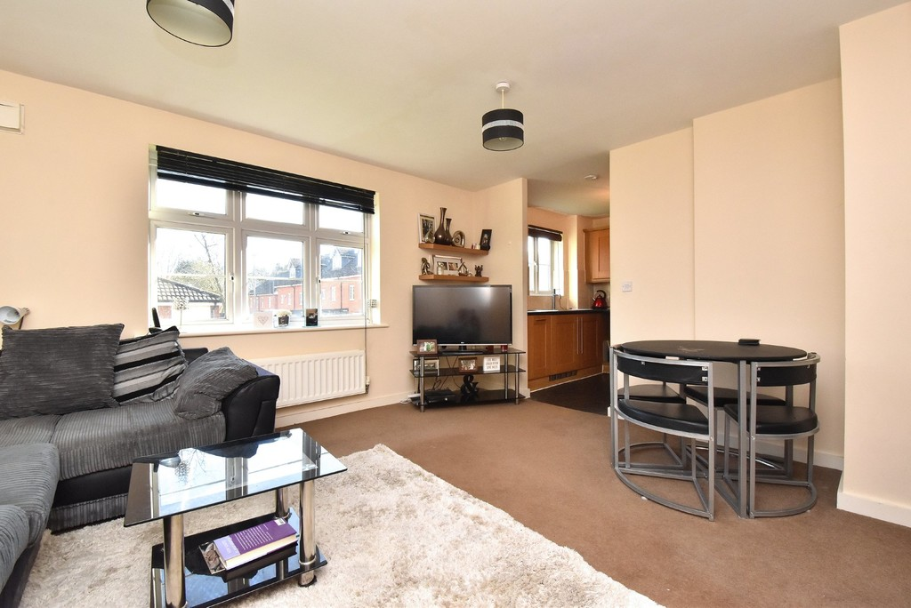 2 bed flat for sale in Turner Avenue, Biggin Hill, Westerham 3