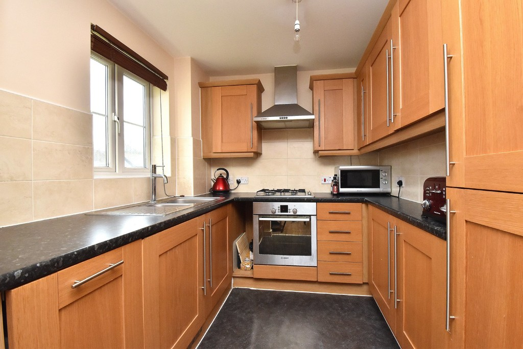 2 bed flat for sale in Turner Avenue, Biggin Hill, Westerham  - Property Image 4