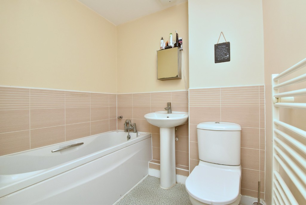 2 bed flat for sale in Turner Avenue, Biggin Hill, Westerham  - Property Image 9