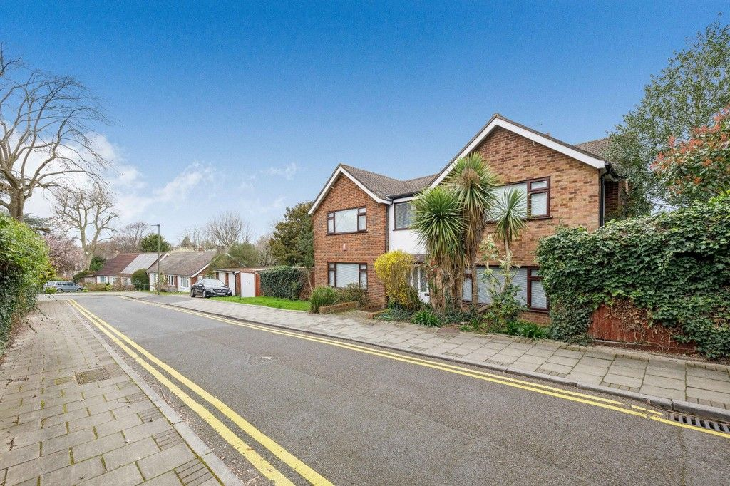 4 bed house for sale in Green Close  - Property Image 2