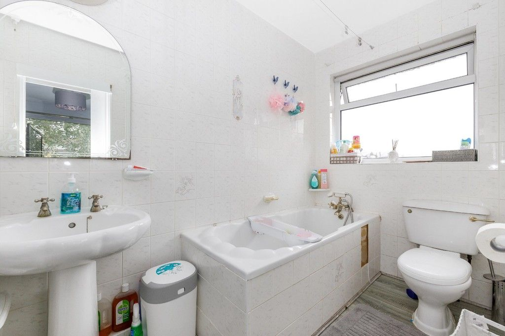 4 bed house for sale in Green Close 12