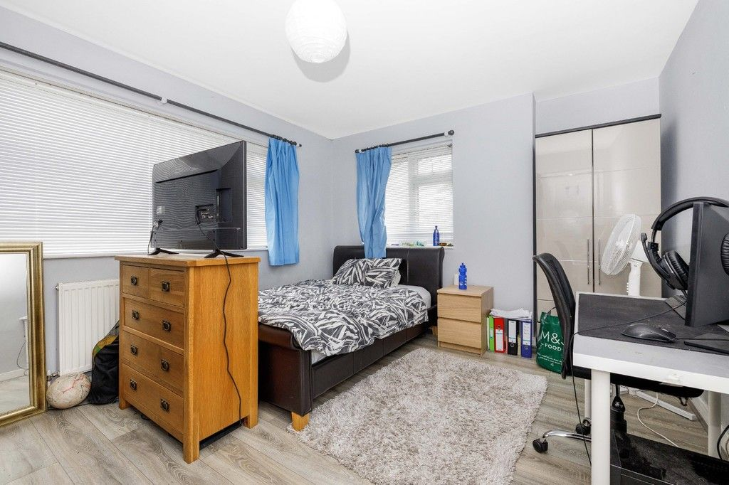 4 bed house for sale in Green Close 14