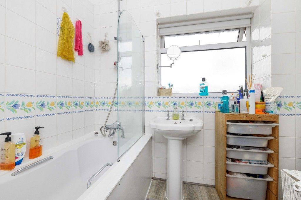 4 bed house for sale in Green Close 15