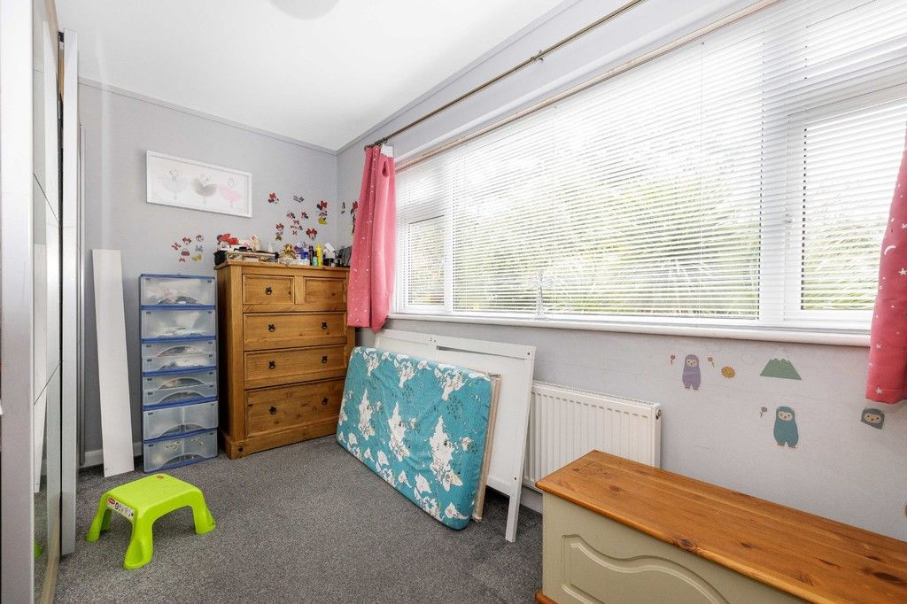 4 bed house for sale in Green Close 17