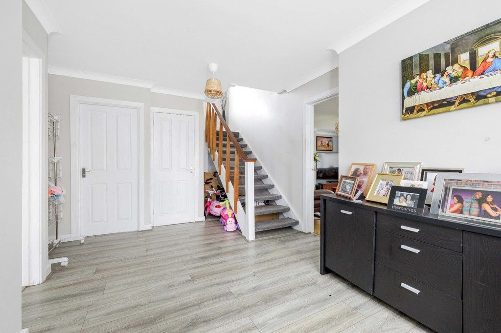 4 bed house for sale in Green Close 3