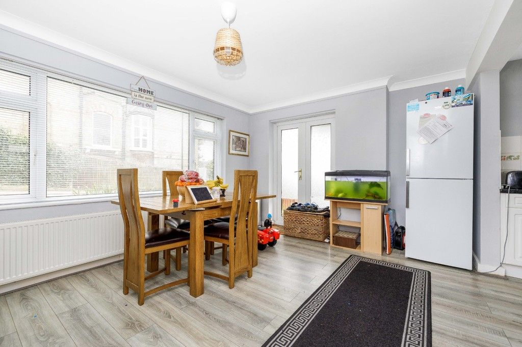 4 bed house for sale in Green Close 5