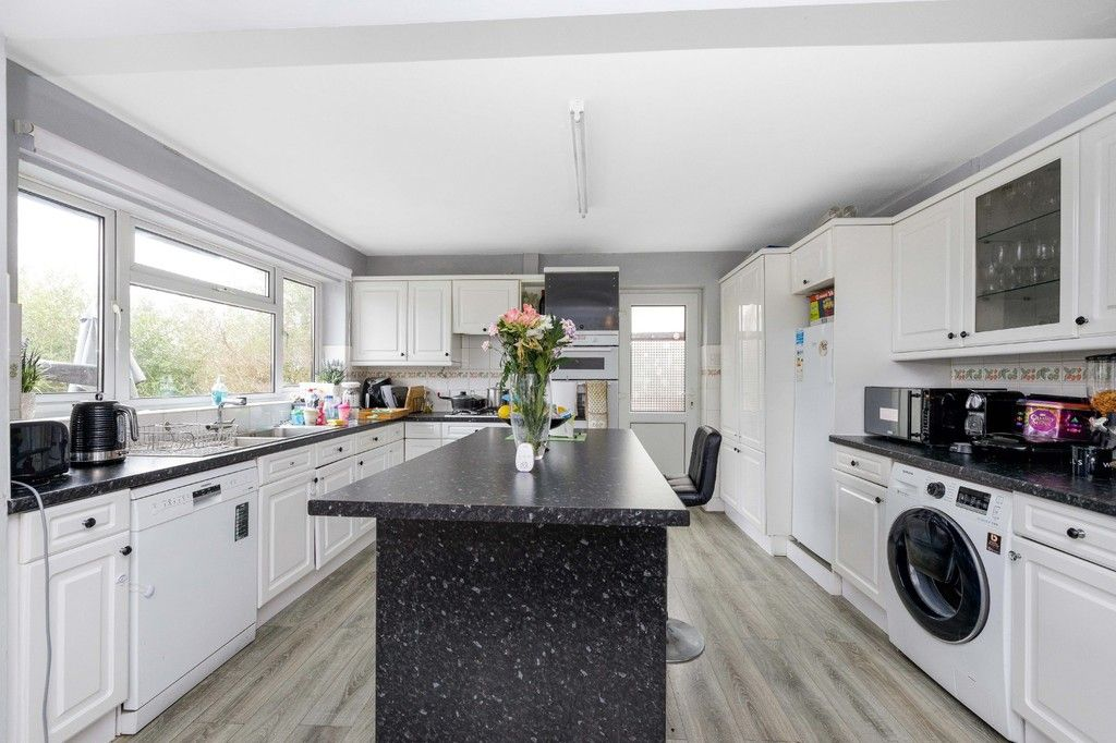 4 bed house for sale in Green Close 6