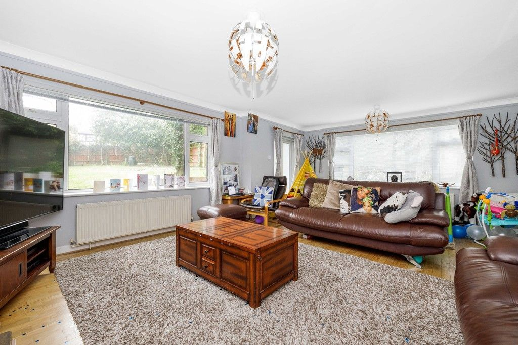 4 bed house for sale in Green Close 7