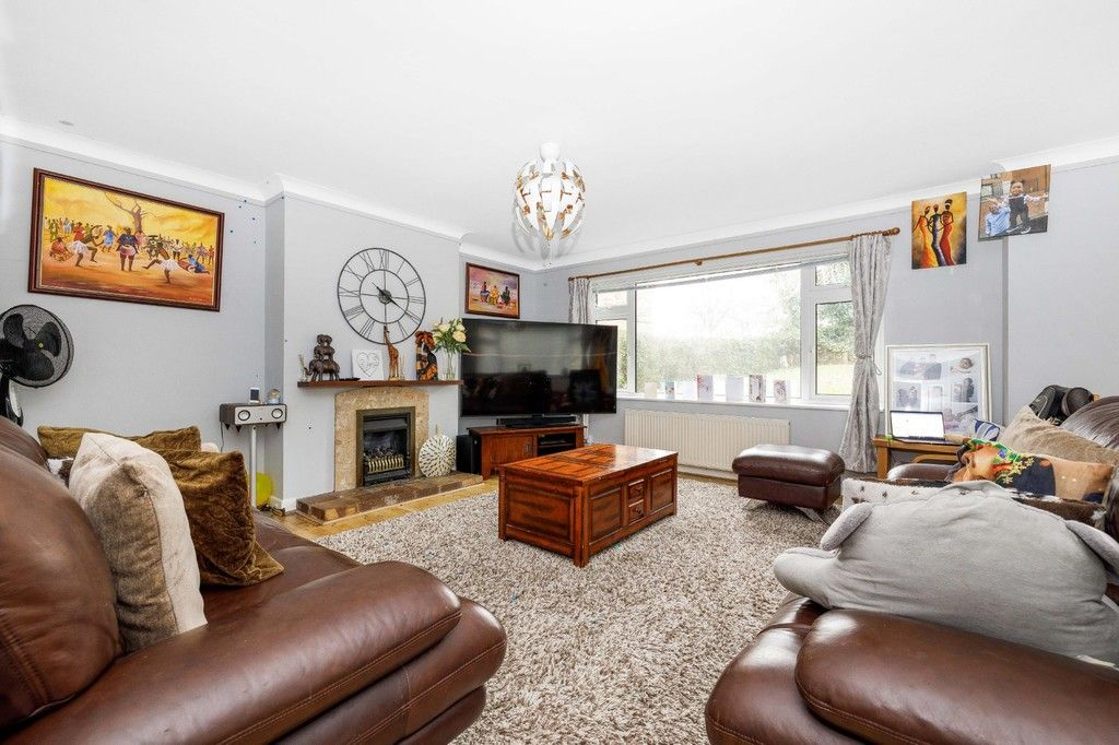 4 bed house for sale in Green Close 8