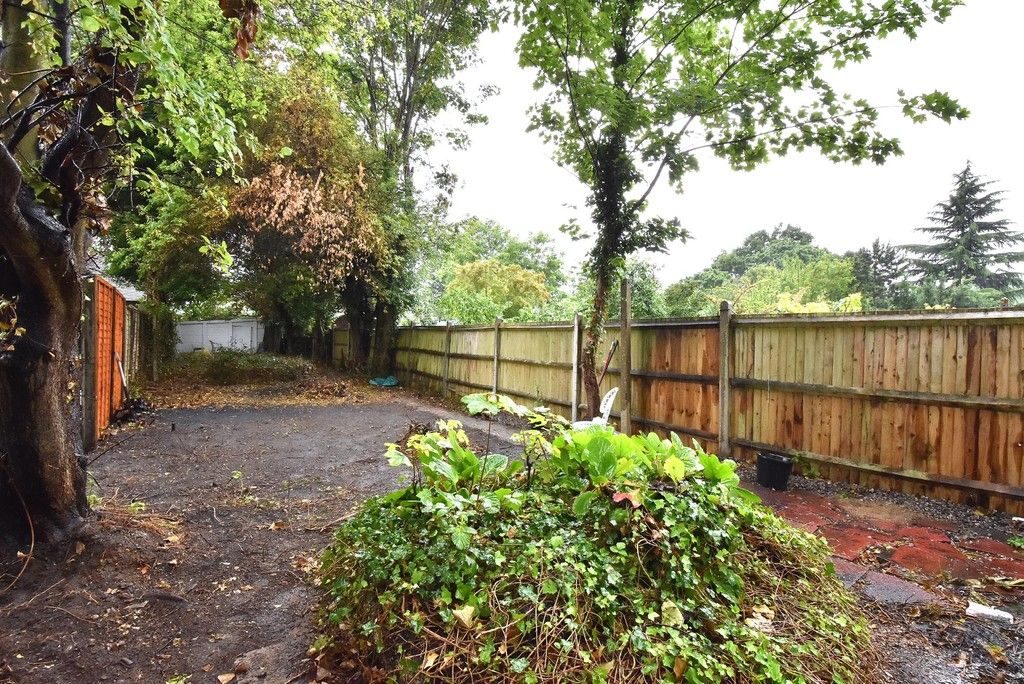 3 bed house for sale in Bishops Avenue, Bromley 2