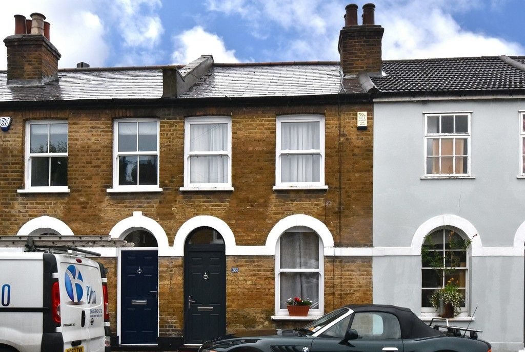 2 bed house for sale in Mooreland Road, Bromley  - Property Image 1