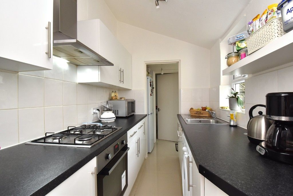2 bed house for sale in Mooreland Road, Bromley 3