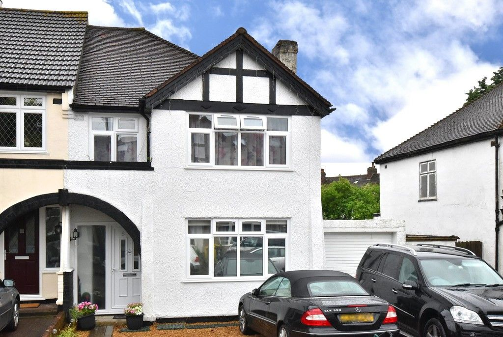 3 bed house for sale in Ruskin Walk, Bromley  - Property Image 1