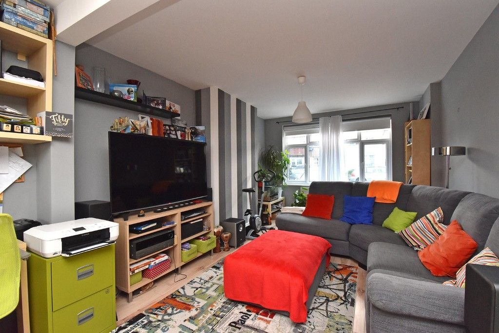 3 bed house for sale in Ruskin Walk, Bromley 2