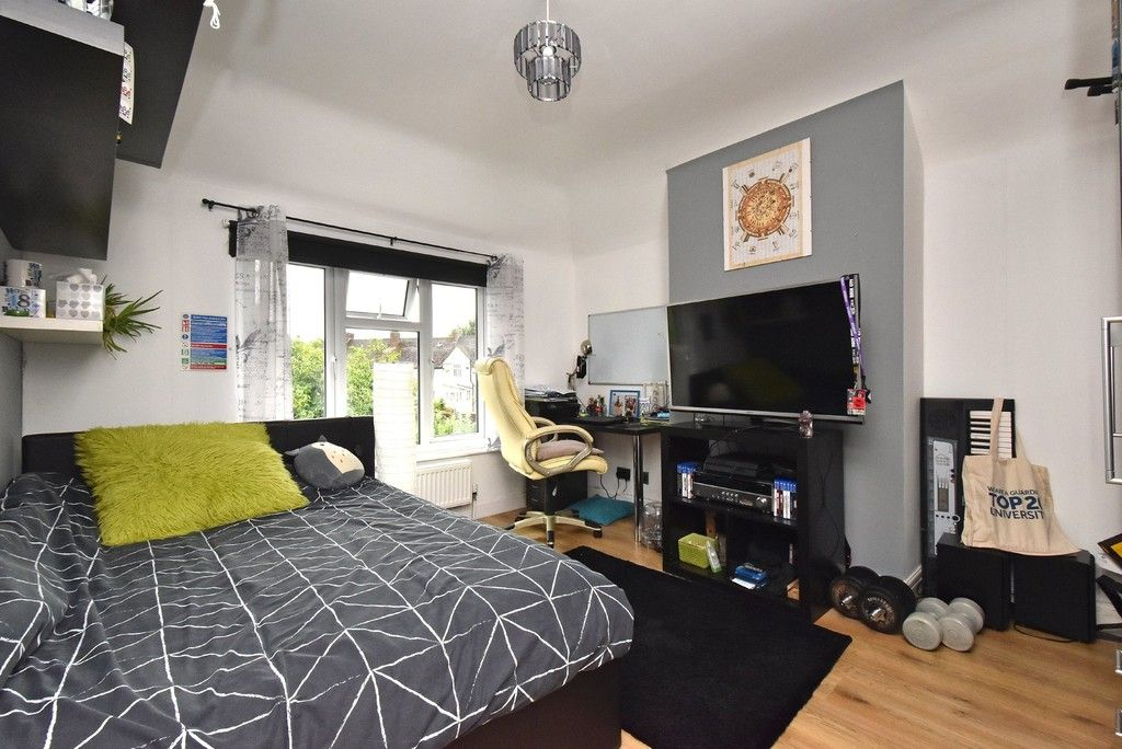 3 bed house for sale in Ruskin Walk, Bromley 7