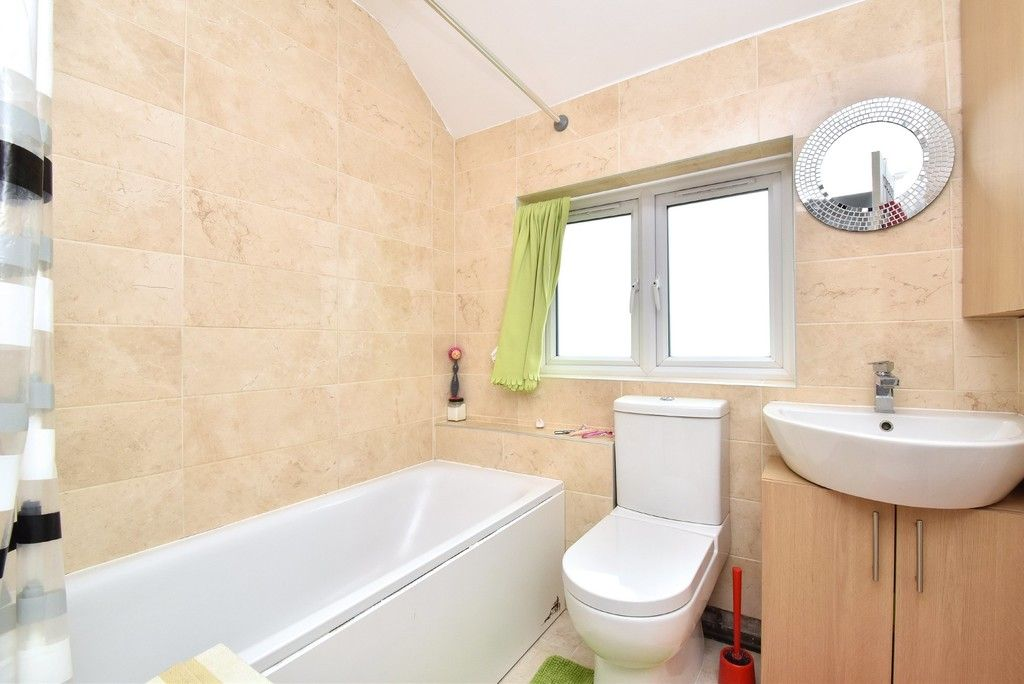 3 bed house for sale in Ruskin Walk, Bromley 8