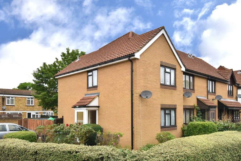 3 bed house for sale in Harrier Mews  - Property Image 1