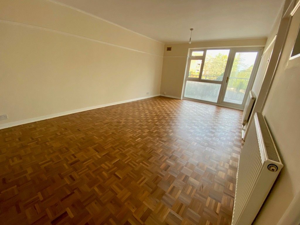 1 bed flat for sale in Beckenham Grove, Bromley 3