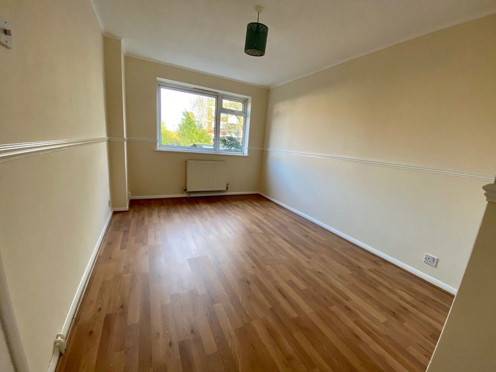 1 bed flat for sale in Beckenham Grove, Bromley 5