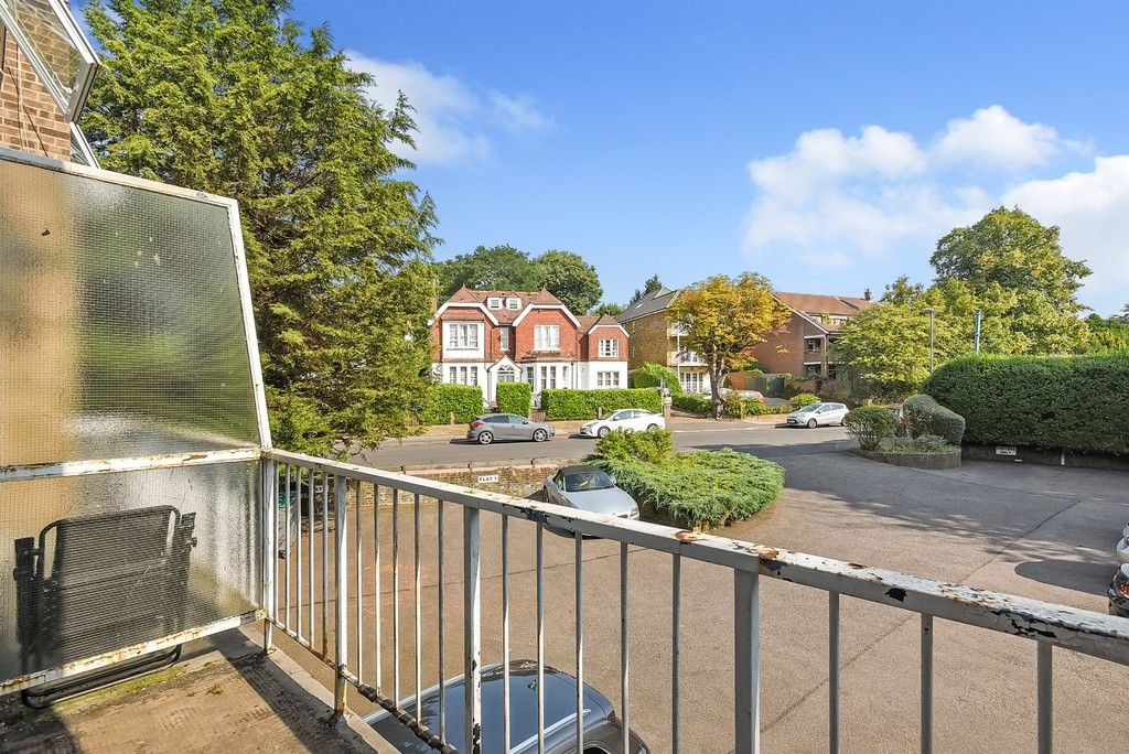 1 bed flat for sale in Beckenham Grove, Bromley 8