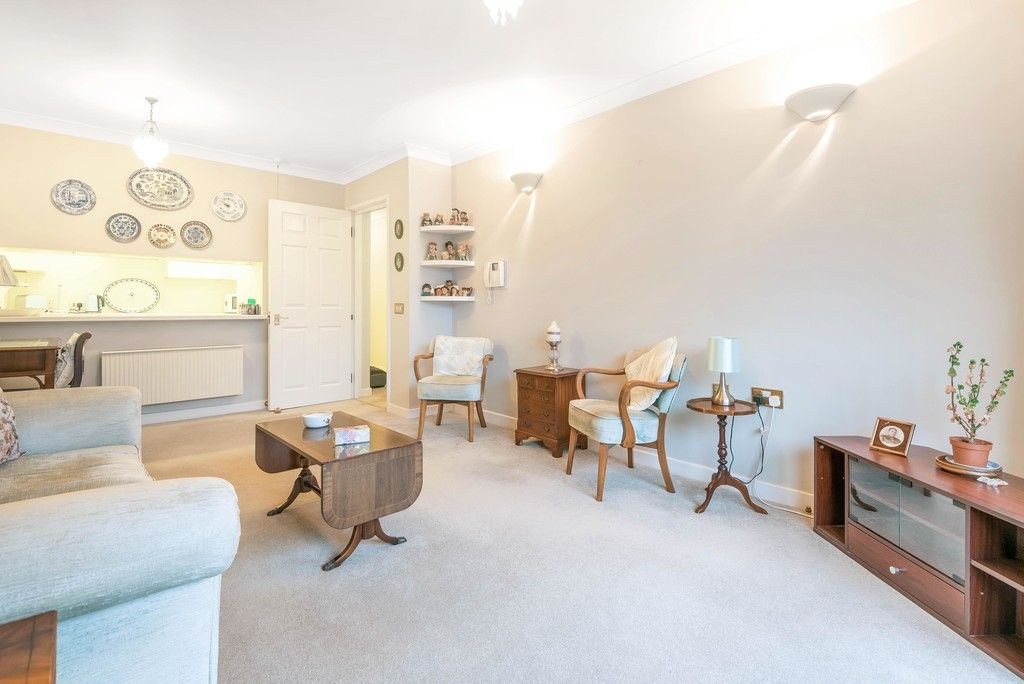 1 bed flat for sale in Bromley Road, Shortlands 2