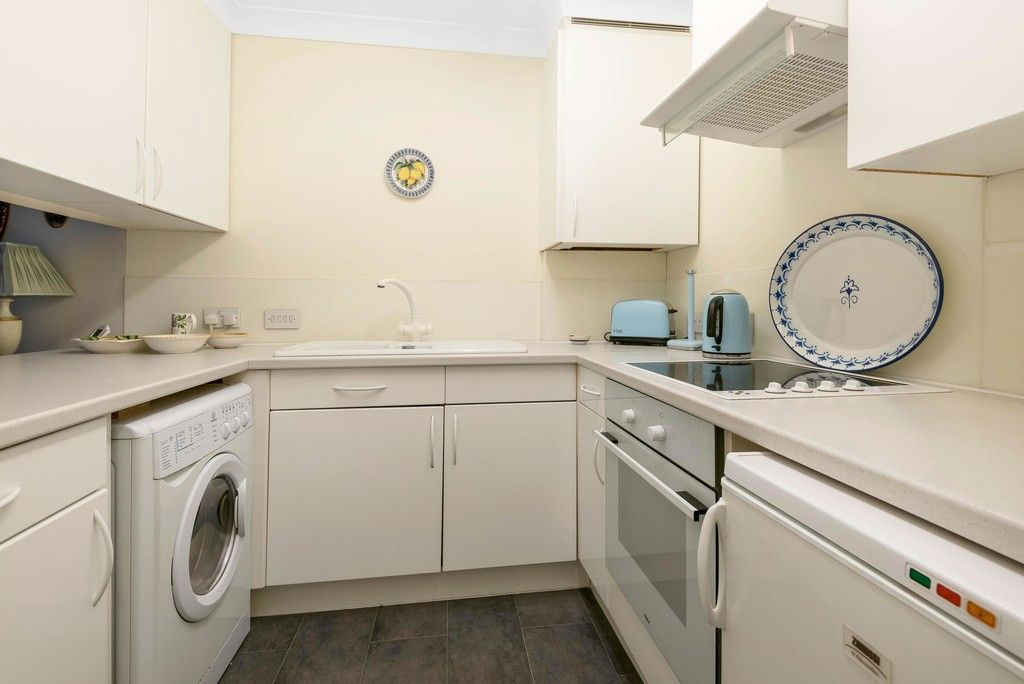 1 bed flat for sale in Bromley Road, Shortlands 6