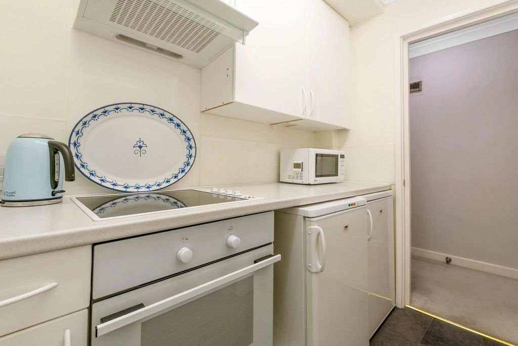 1 bed flat for sale in Bromley Road, Shortlands 7