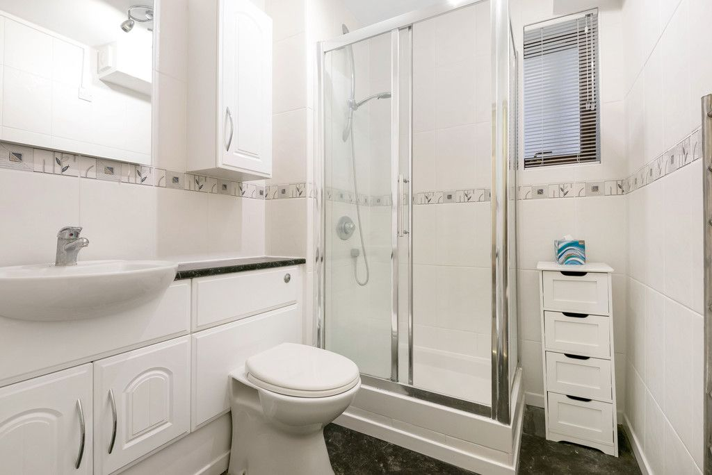 1 bed flat for sale in Bromley Road, Shortlands 8