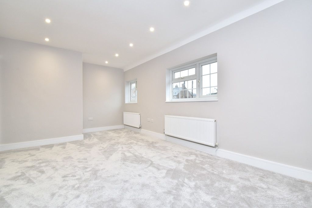 2 bed house for sale in Breakspears Drive, Orpington 5
