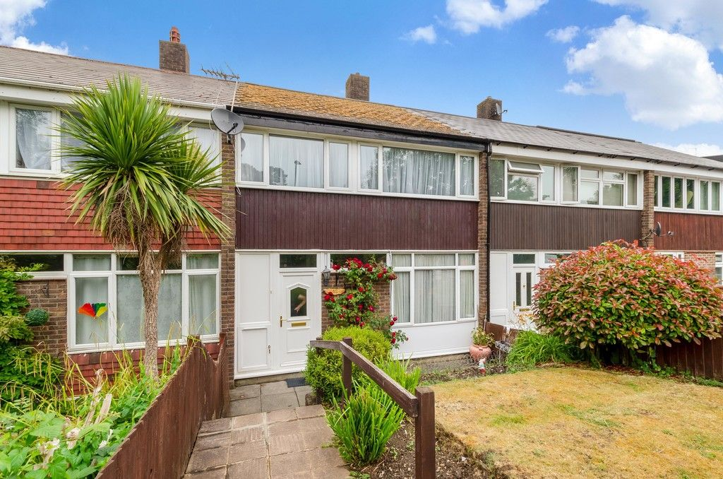 3 bed house for sale in Ravensmead Road, Bromley 3