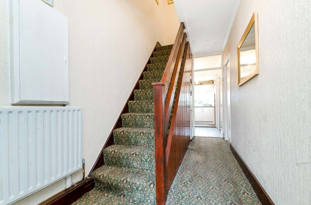 3 bed house for sale in Ravensmead Road, Bromley 4