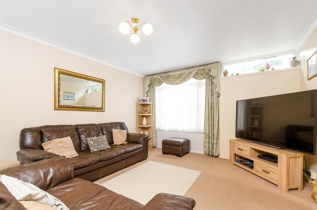 3 bed house for sale in Ravensmead Road, Bromley  - Property Image 5
