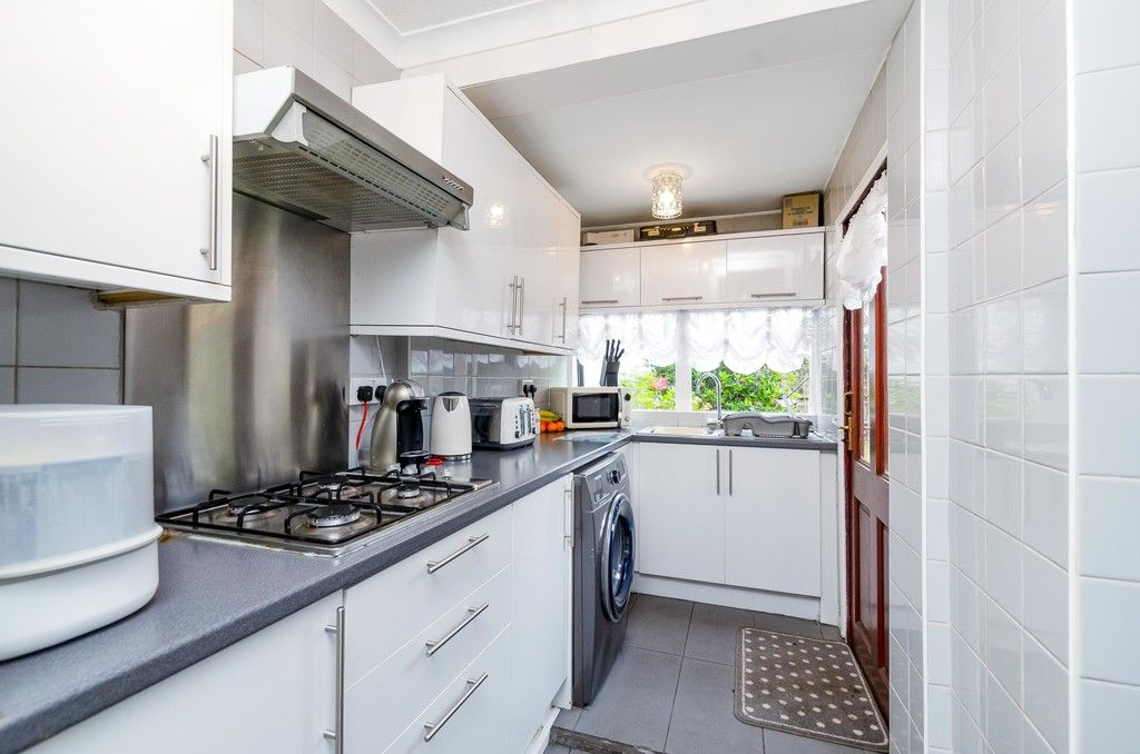 3 bed house for sale in Ravensmead Road, Bromley 7