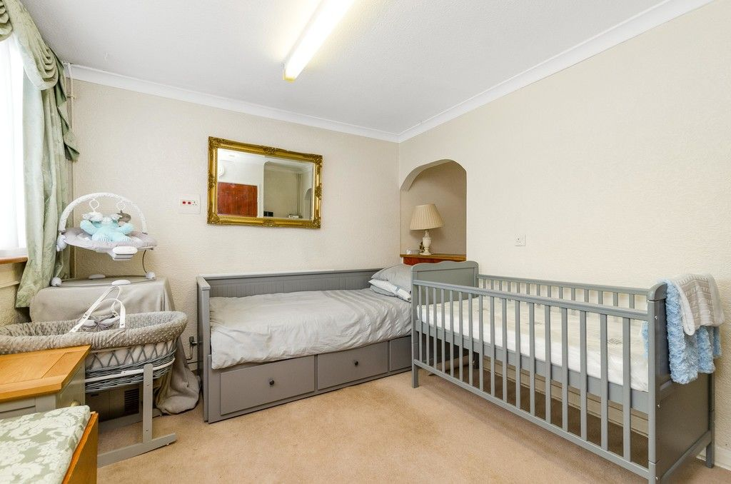 3 bed house for sale in Ravensmead Road, Bromley 8