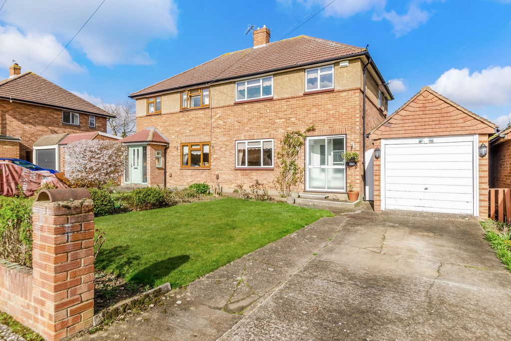 3 bed house for sale in Red Oak Close, Locksbottom 1
