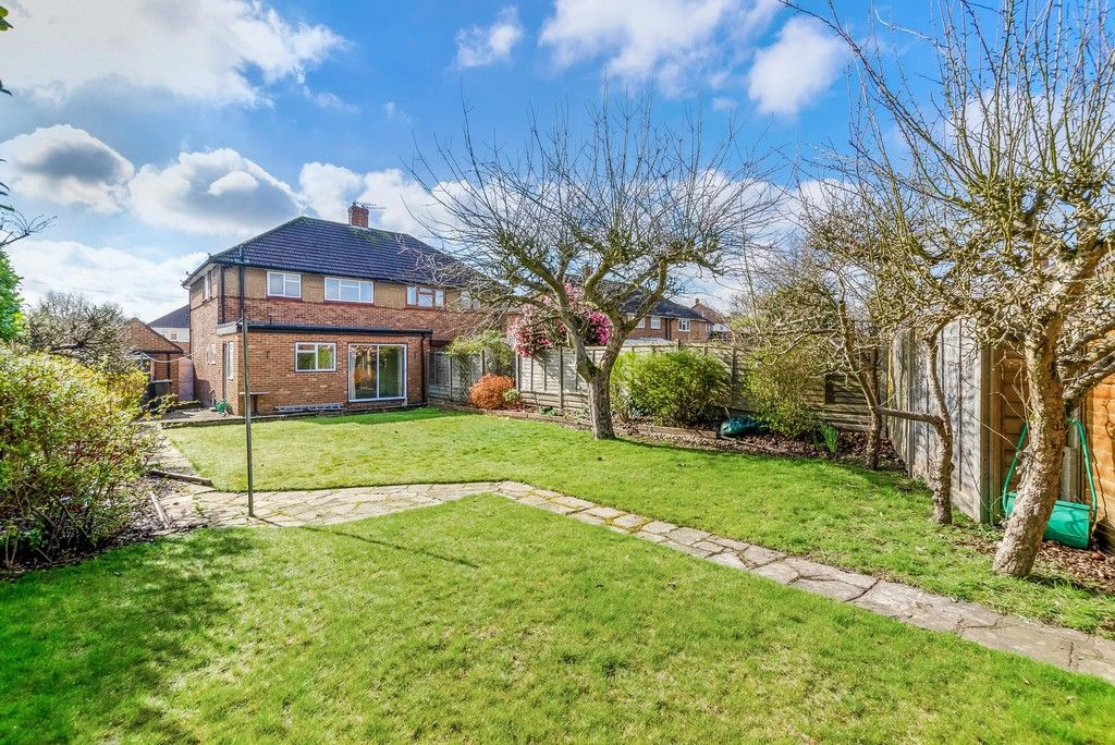 3 bed house for sale in Red Oak Close, Locksbottom 2