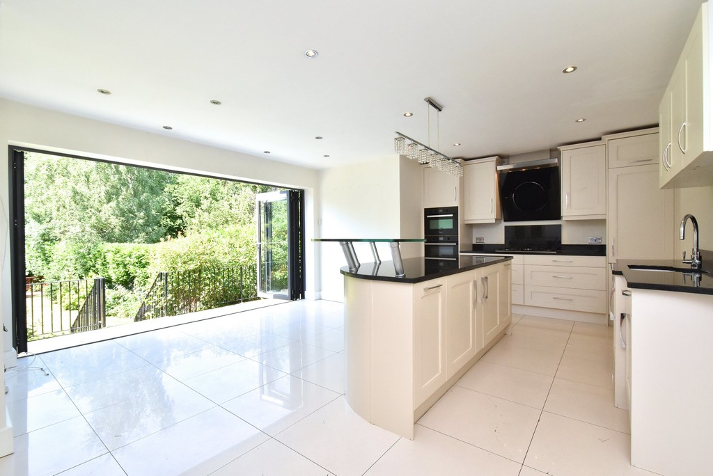 5 bed house for sale  - Property Image 2