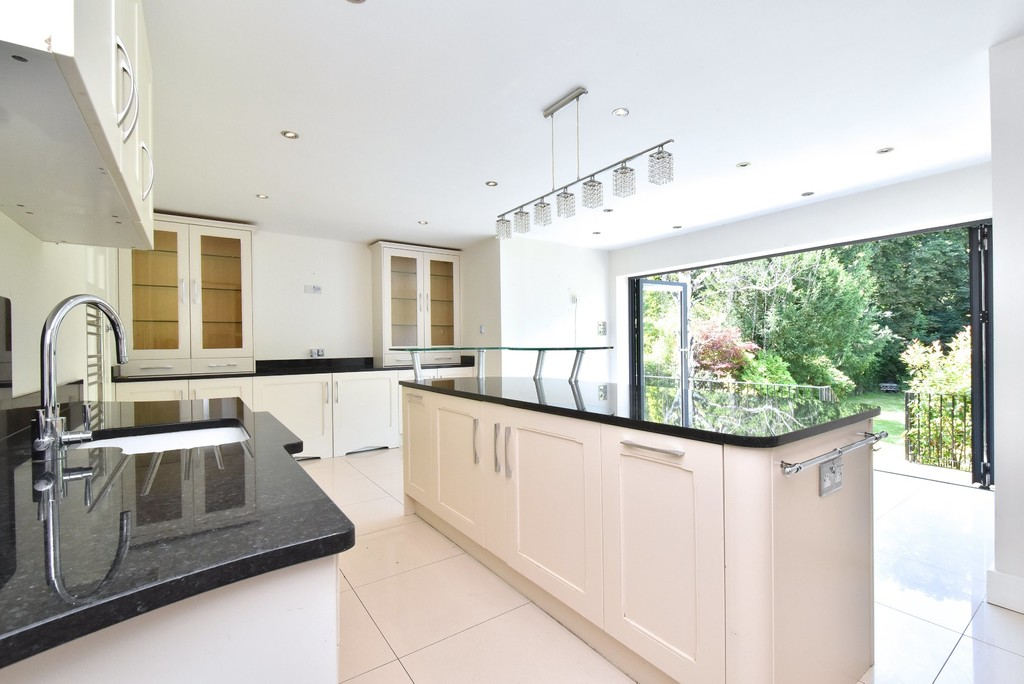 5 bed house for sale  - Property Image 10