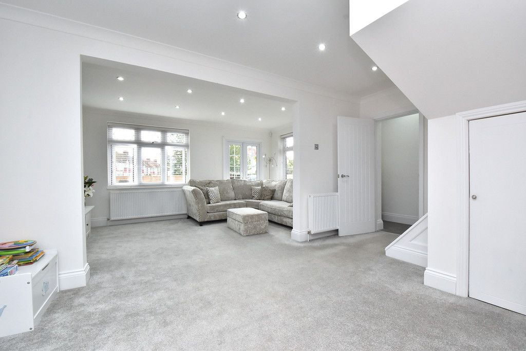 3 bed house for sale in Brookmead Close, Orpington 4
