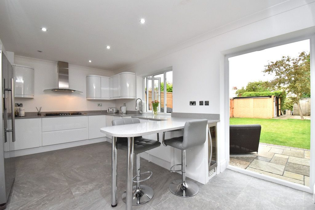 3 bed house for sale in Brookmead Close, Orpington 5