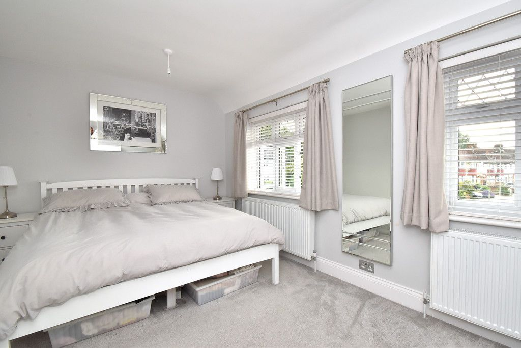 3 bed house for sale in Brookmead Close, Orpington 8
