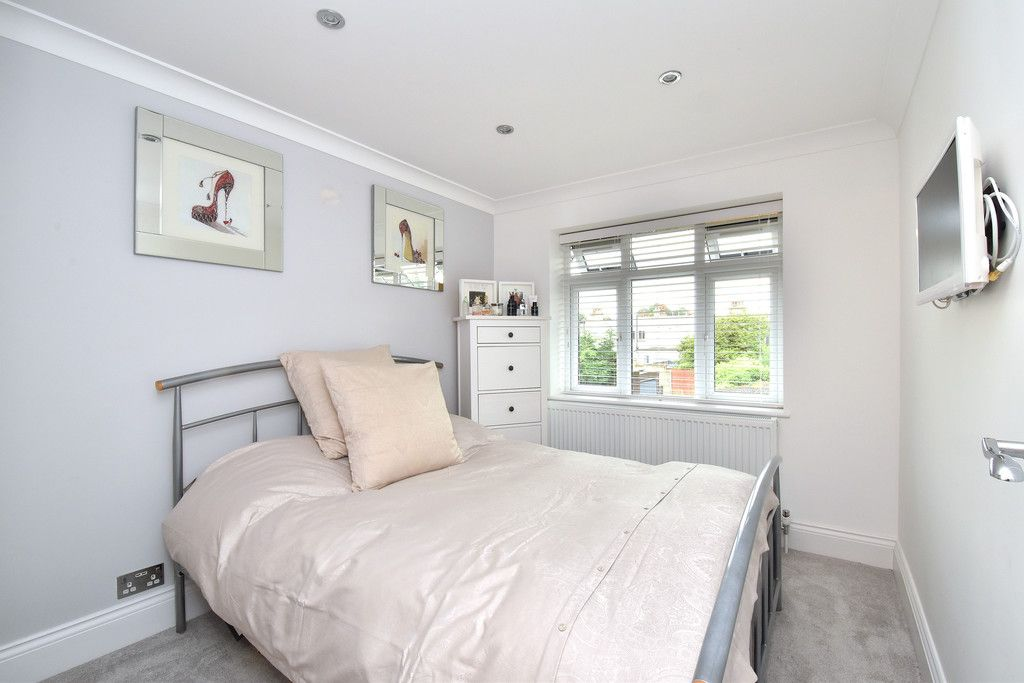 3 bed house for sale in Brookmead Close, Orpington 9