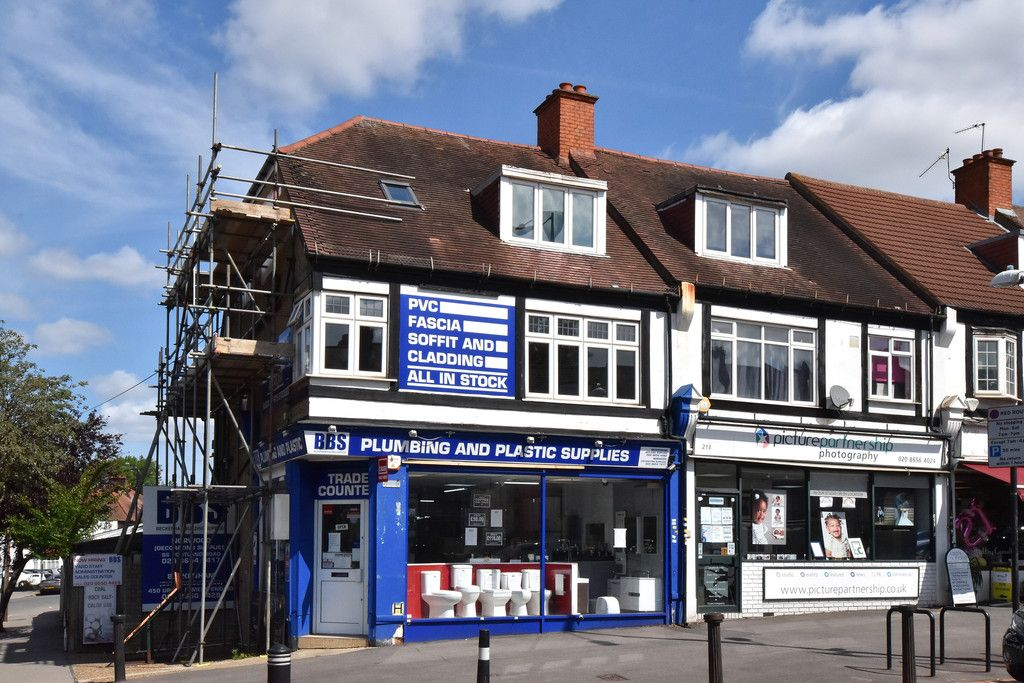 3 bed flat to rent in Wickham Road 8