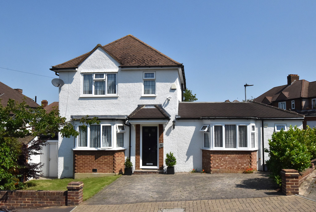 4 bed house for sale in Southbourne, Bromley 1