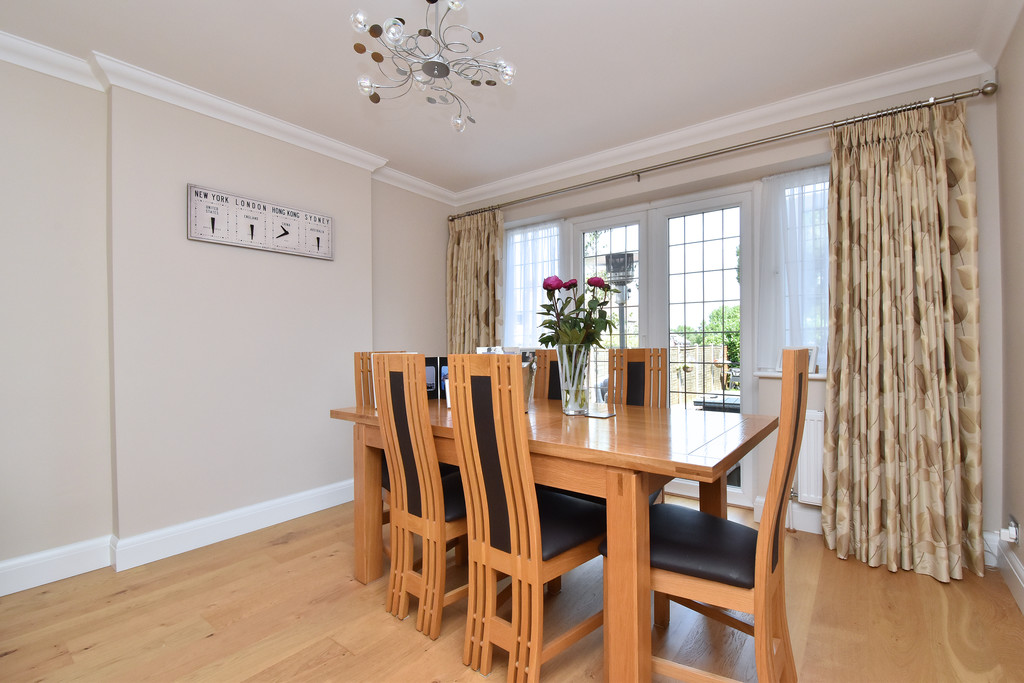 4 bed house for sale in Southbourne, Bromley 4