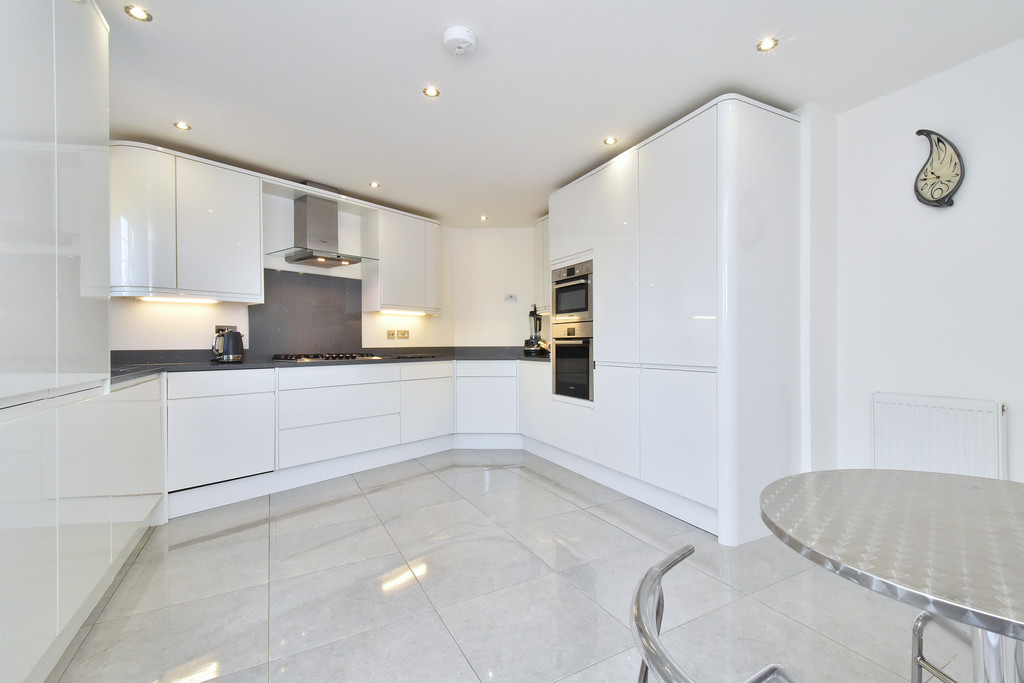 4 bed house for sale in Southbourne, Bromley 7