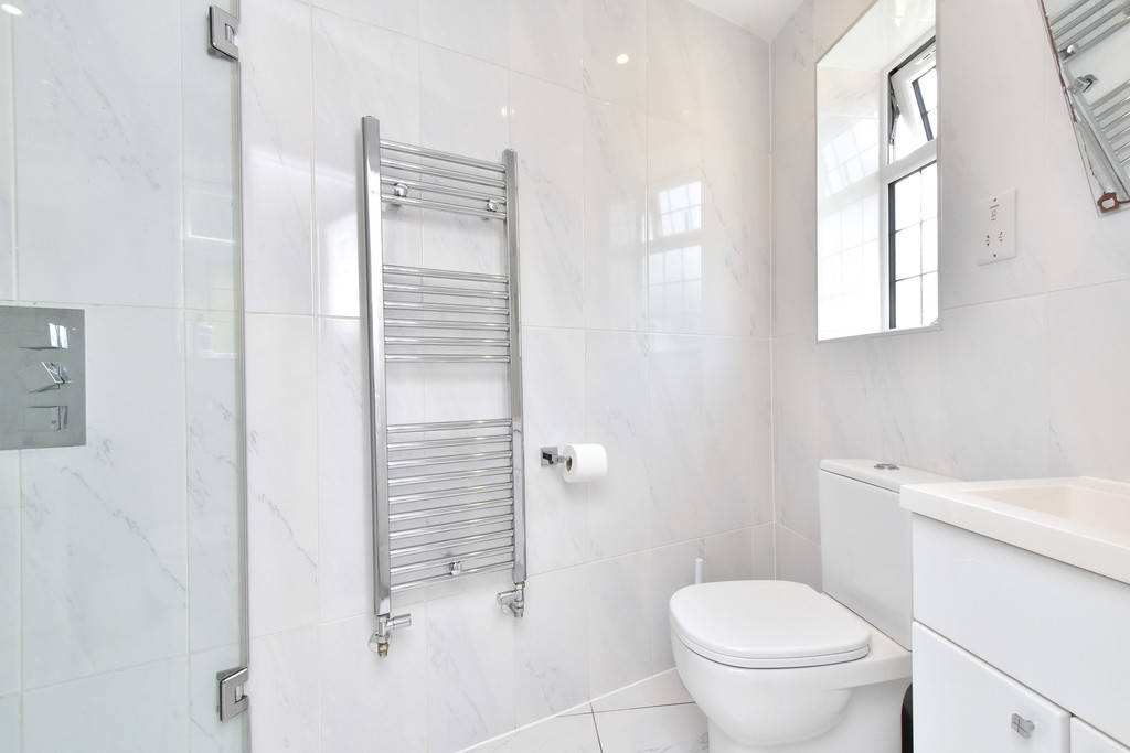 4 bed house for sale in Southbourne, Bromley 9