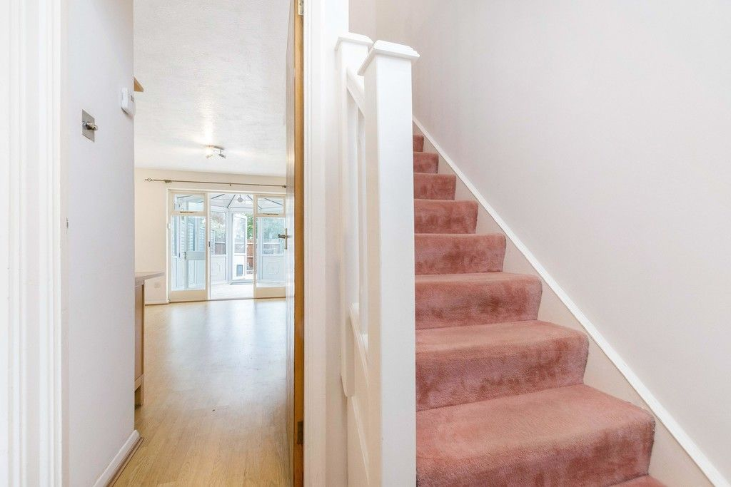 2 bed house to rent in Wharton Road, Bromley 2